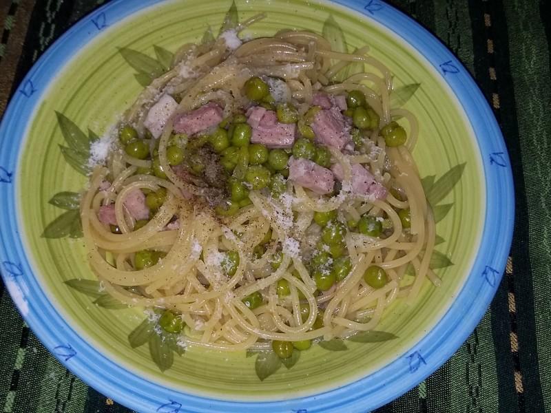Spaghetti piselli e prosciutto