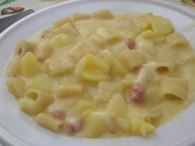 Pasta risottata patate pancetta e emmental